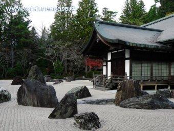 Arhitectura japoneza - casa din Japonia cu arhitectura specifica Japoniei.