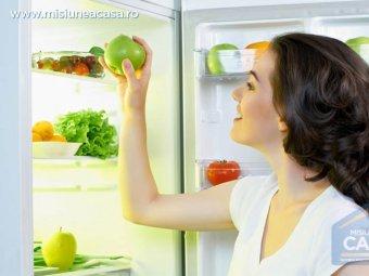 Frigider deschis cu alimente