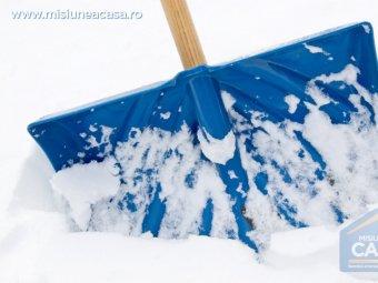 Lopata albastra pentru zapada.