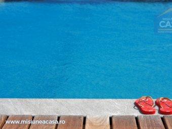 Relaxare pe marginea piscinei