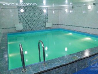 Amenajare piscina - placarea peretilor unei piscine inchise.