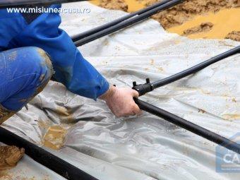 montarea tevilor pentru o pompa de caldura geotermala