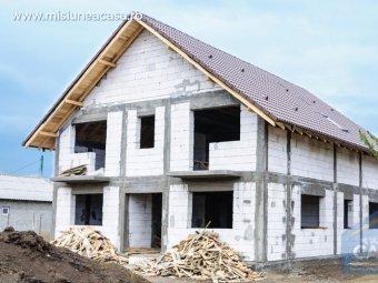 """Casa la """"rosu"""" din BCA"""