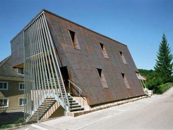 Casa din Austria cu fatada din cupru si plan inclinat