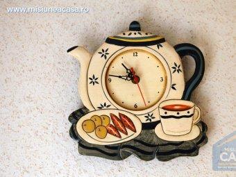 Ceas de perete in forma de ceainic