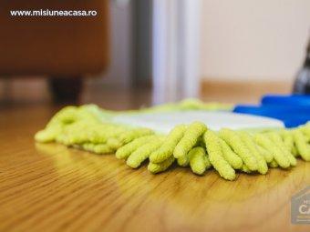 Parchet laminat curatat cu mopul