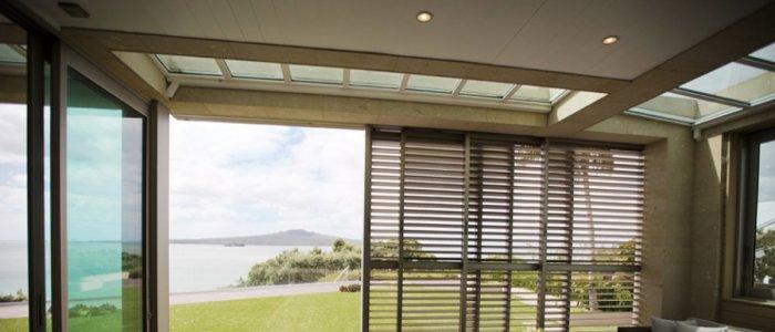 Folie cu protectie solara sau jaluzele exterioare - Care este cea mai eficienta metoda de umbrire?