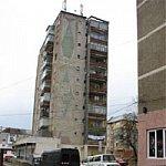 Un bloc din Botosani, fratele mai urat al turnului inclinat din Pisa