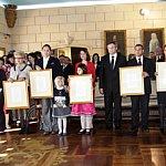 AKZO NOBEL - Furnizor Oficial al Casei Regale a Romaniei
