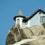 Arhitectura neconventionala - Casa in varf de stanca