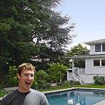 Cum e in casa la Mark Zuckerberg, detinatorul Facebook
