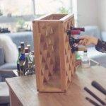 Cum functioneaza iluzia din acest suport de vinuri revolutionar