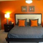Dormitorul ideal este zugravit in culori calde