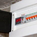 Protejeaza-ti aparatele electrice cu un releu digital de protectie