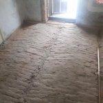 Cum poti izola eficient pardoseala din caramida a unei case vechi