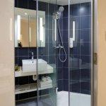 Cum sa rezolvi eficient problema spatiului dintr-o baie foarte mica