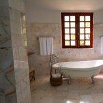 Cum se realizeaza placarea cu marmura in baie si bucatarie