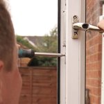 Inlocuirea sau repararea geamurilor din tamplarie PVC: ce servicii ofera firmele de profil