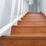 Placarea scarilor interioare – Gresie sau lemn?