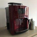 Secretul unei cafele perfecte acasa ori la birou: Essential Automatic Espresso EA816570 de la Krups