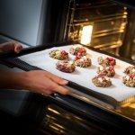 Trenduri si beneficii ale gatitului acasa: De ce este important sa invatam sa ne preparam singuri mancarea?