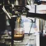 Cum alegi aparatul de cafea: totul despre cele mai bune espressoare manuale sau automate