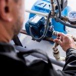 Cum reglez presiunea in vasul de expansiune al hidroforului?